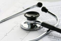 Estetoscopio y EKG Imágenes de archivo libres de regalías