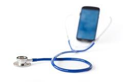 Estetoscopio y teléfono móvil Imagen de archivo libre de regalías