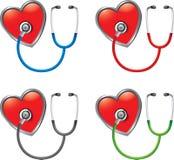 Estetoscopios en corazones Imágenes de archivo libres de regalías