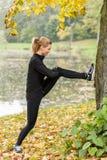 Esticando os músculos Foto de Stock Royalty Free