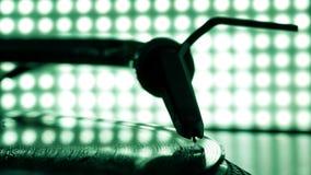 Estilete da agulha do DJ no registro, fundo do borrão Fotografia de Stock Royalty Free