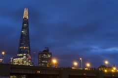 Estilhaço do arranha-céus no crepúsculo Foto de Stock Royalty Free