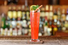 Estilingue do cocktail com xarope de groselha fotos de stock