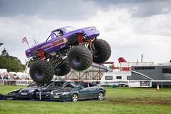 Estilingue do monster truck em Truckfest Norwich Reino Unido 2017 Foto de Stock