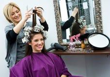 Estilista de cabelo no trabalho Imagem de Stock Royalty Free