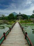 Lagoa agradável do palácio coreano imagens de stock royalty free