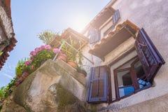 Estilo arquitetónico mediterrâneo europeu tradicional no st Fotos de Stock Royalty Free