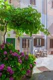 Estilo arquitetónico mediterrâneo europeu tradicional no st Fotografia de Stock
