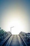Estilo azul do vintage uma ponte velha da madeira Foto de Stock