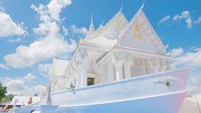Estilo blanco del barco del pasillo de Vihara en el templo de Wat Hin Thaen Lamphachi y x28; Public& x29 del templo; Foto de archivo