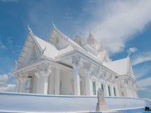Estilo blanco del barco del pasillo de Vihara en el templo de Wat Hin Thaen Lamphachi y x28; Public& x29 del templo; Fotografía de archivo libre de regalías