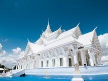 Estilo blanco del barco del pasillo de Vihara en el templo de Wat Hin Thaen Lamphachi y x28; Public& x29 del templo; Fotos de archivo