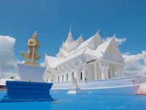 Estilo blanco del barco del pasillo de Vihara en el templo de Wat Hin Thaen Lamphachi y x28; Public& x29 del templo; Imagen de archivo libre de regalías