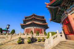 Estilo chino alrededor del pasillo de tres historias Fotografía de archivo libre de regalías