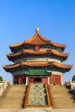 Estilo chino alrededor del pasillo de tres historias Foto de archivo libre de regalías