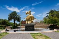 Estilo chino de la escultura del dragón en el templo chino Imágenes de archivo libres de regalías