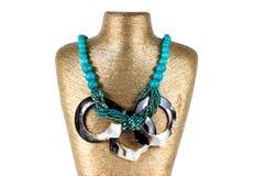 Estilo clásico del collar en un fondo blanco Imágenes de archivo libres de regalías