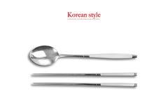 Estilo coreano, cuchara y palillos Imagen de archivo