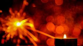 Estilo da imagem de borrão O Natal e o ano novo party a luz do chuveirinho e da chama de vela Imagens de Stock Royalty Free