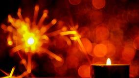 Estilo da imagem de borrão O Natal e o ano novo party a luz do chuveirinho e da chama de vela Foto de Stock Royalty Free