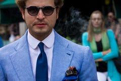 Estilo da rua durante Milan Fashion Week para a mola/verão 2015 Foto de Stock Royalty Free