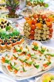 Estilo de abastecimento do bufete para o banquete Petiscos e aperitivos Imagens de Stock