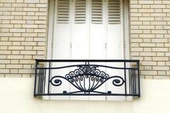 Estilo de Art Nouveau do balcão do apartamento de Paris Montmarte fotos de stock royalty free
