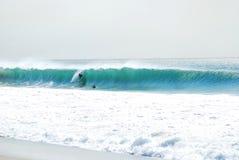 Estilo de California que practica surf Foto de archivo