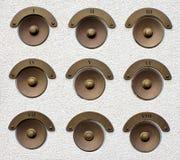 Estilo de cobre amarillo de las alarmas de puerta viejo fotos de archivo