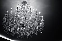 Estilo de cristal luxuoso do vintage do candelabro como o conceito preto e branco Fotografia de Stock Royalty Free