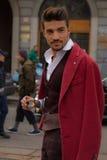 Estilo de la calle durante Milan Fashion Week para la caída/el invierno 2015-16 Fotografía de archivo libre de regalías