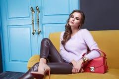 Estilo de la moda de la colección del catálogo del maquillaje de la ropa de las mujeres Imágenes de archivo libres de regalías
