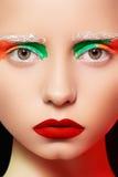 Estilo de la muñeca, modelo con maquillaje creativo brillante Fotografía de archivo