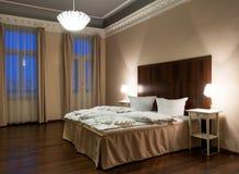 Estilo de la obra clásica del dormitorio del hotel Imágenes de archivo libres de regalías