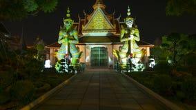 Estilo de la opinión de la noche de las estatuas del guarda del demonio que adornan Fotografía de archivo libre de regalías