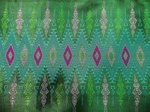 Estilo de seda verde tailandés tradicional colorido del vintage de la textura de la artesanía del modelo de la materia textil Foto de archivo