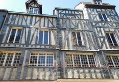 Estilo de Tudor Architectural da casa em Rouen França imagens de stock