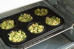 Estilo de vida e conceito saudáveis do cozimento - mordidas do queijo dos brócolis Imagem de Stock Royalty Free