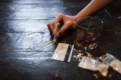 Estilo de vida prejudicial do apego de álcool da cocaína fotografia de stock