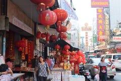 Estilo de vida urbano na estrada de Yaowarat Fotos de Stock