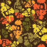 Estilo del Grunge del ornamento de Autumn Seamless Pattern Background Leaves Imagen de archivo libre de regalías