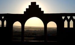 Estilo do árabe do arco do tijolo foto de stock