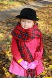 Estilo do outono para uma senhora pequena fotografia de stock royalty free