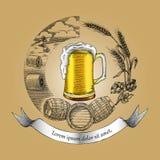 Estilo do vintage do desenho da mão do logotipo do conceito do ofício da cerveja, processo de cr Imagens de Stock