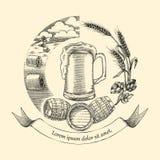 Estilo do vintage do desenho da mão do logotipo do conceito do ofício da cerveja, processo de cr Fotografia de Stock Royalty Free