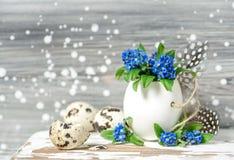 Estilo do vintage do shell de ovo da decoração das flores dos ovos da páscoa Fotos de Stock