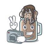 Estilo dos desenhos animados da mascote do milk shake do fotógrafo ilustração royalty free