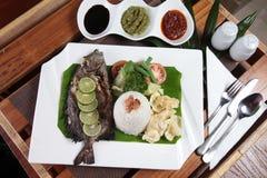 Estilo fritado do asiático dos peixes Imagem de Stock