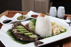 Estilo fritado do asiático dos peixes Foto de Stock Royalty Free