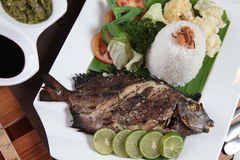 Estilo fritado do asiático dos peixes Fotografia de Stock Royalty Free